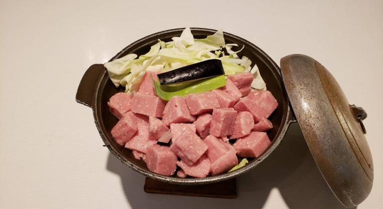夕食追加メニュー(牛サイコロ肉の陶板焼き)